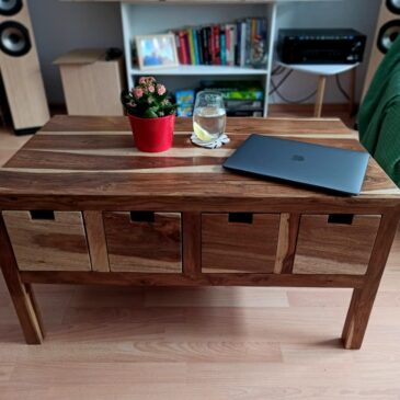 Palisandrowy stolik z szufladami